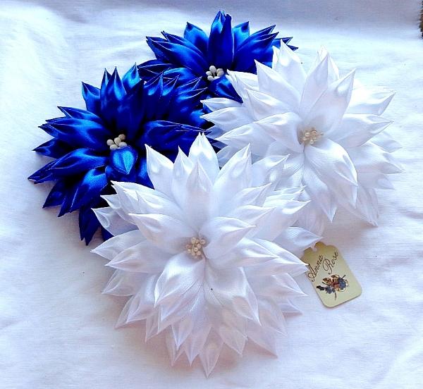 резинка для волос с цветком в технике канзаши - белые и синие - в интернет-магазине annarose.com.ua